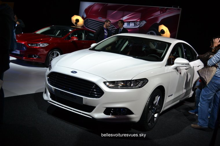 new ford mondeo vs new ford mondeo sw stand ford mondial. Black Bedroom Furniture Sets. Home Design Ideas